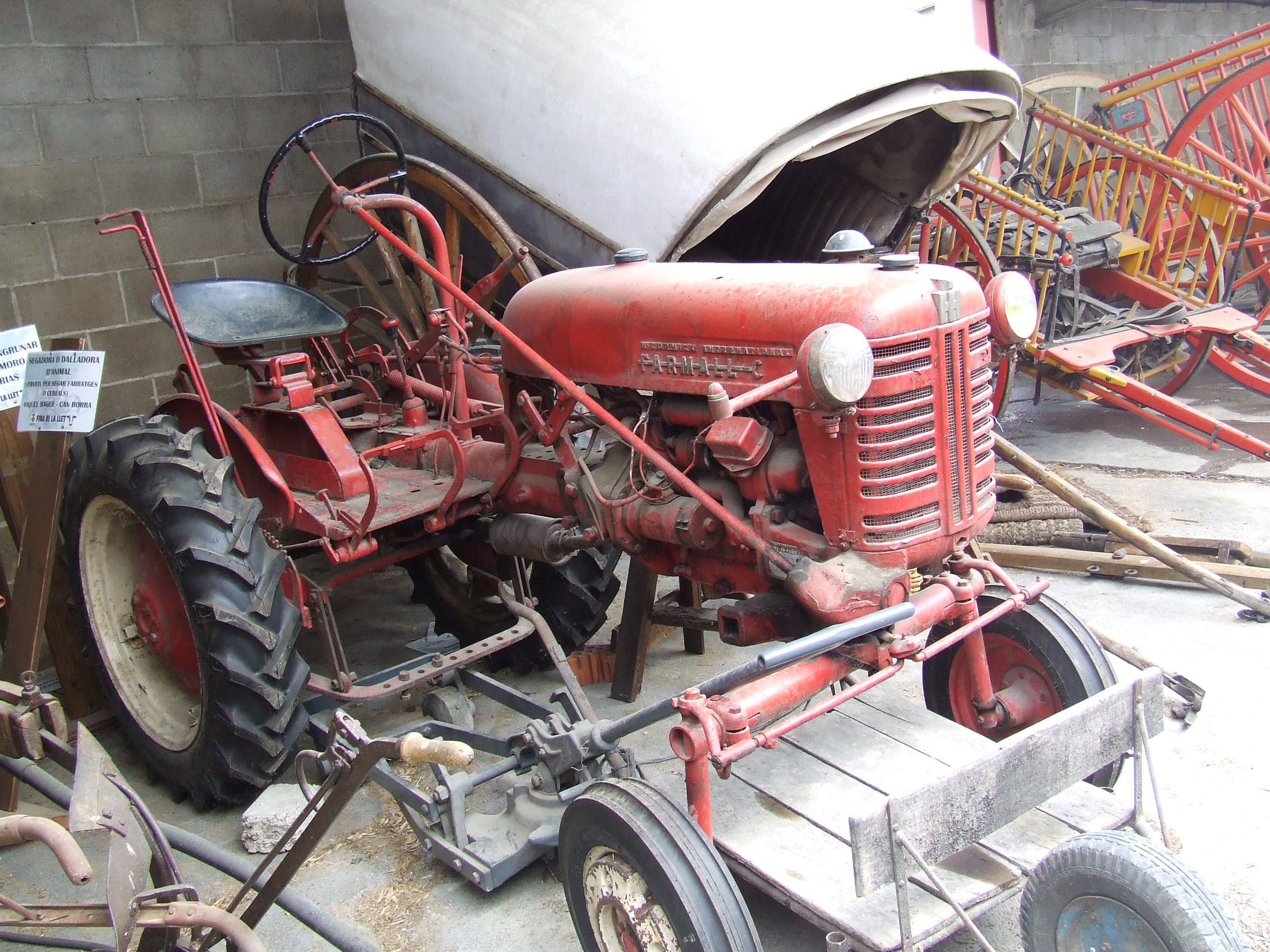 Visita familiar a una granja para ato natura farmarunning - Herramientas de campo antiguas ...